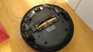 Proscenic 790T WLAN Staubsauger Roboter Test von unten mit Bürste